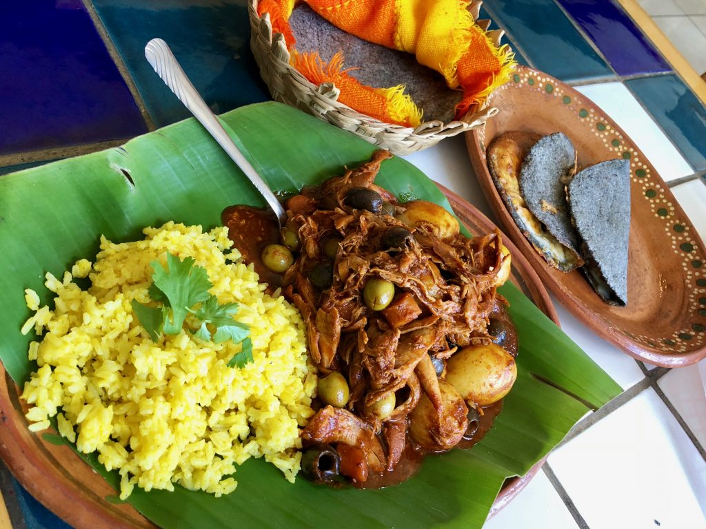 Barbacoa de coñejo, Alicia León, Restaurante Autóctanos Malinalli, Tecate, Baja California, Mexico